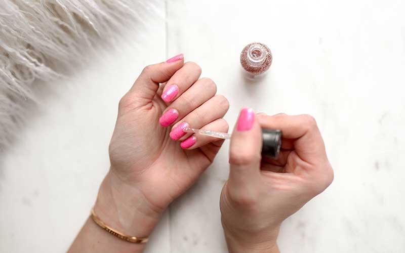 Aprende a cuidar tus uñas acrílicas