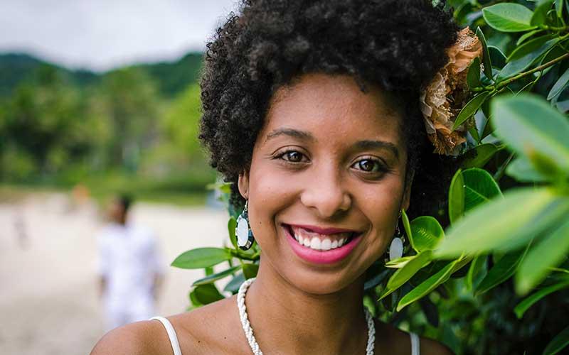 Cómo cambiar el color del pelo afro sin dañarlo